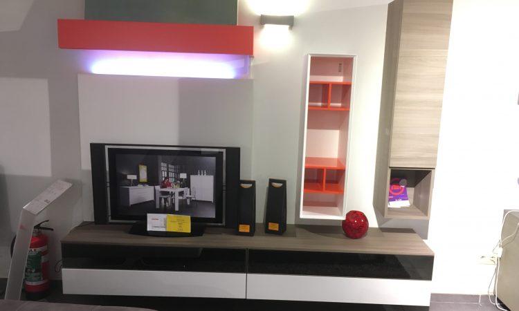 Meuble tv suspendu italy meubles for Liquidation meuble tv